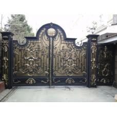 """Ворота """"Дана"""" с металлическими вставками и художественной ковкой"""