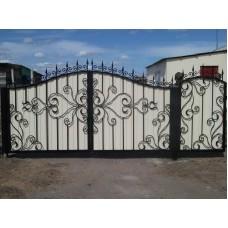 Ворота из профнастила с элементами ковки 1