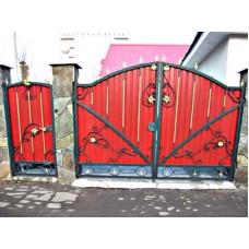 Ворота из профнастила с элементами ковки 2