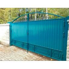 Ворота из профнастила с элементами ковки 11