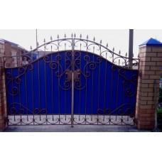 Ворота из профнастила с элементами ковки 9
