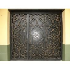 Кованые ставни для двери