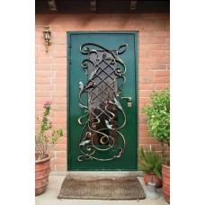 Металлическая дверь с кованой решеткой ручной работы