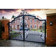 Распашные кованые ворота для особняка