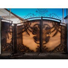 Авторские кованые ворота с распашным механизмом