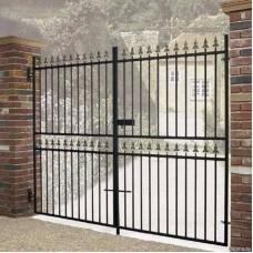 Металлические распашные ворота для предприятия