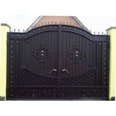 Кованые распашные уличные ворота