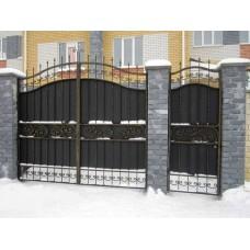 Распашные металлические ворота с ковкой