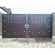 Распашные ворота из профлиста с ковкой