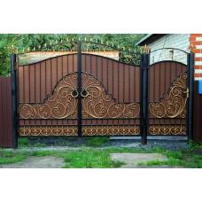 Кованые распашные ворота с профлистом