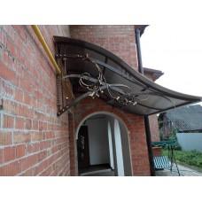 Изогнутый навес для кованого балкона