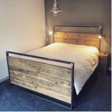 Кровать с элементами дерева Дебби